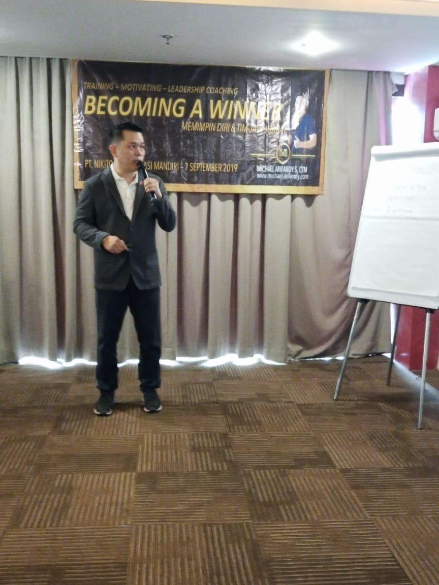 Becoming A Winner ( Memimpin Diri & Tim Jadi Juara )